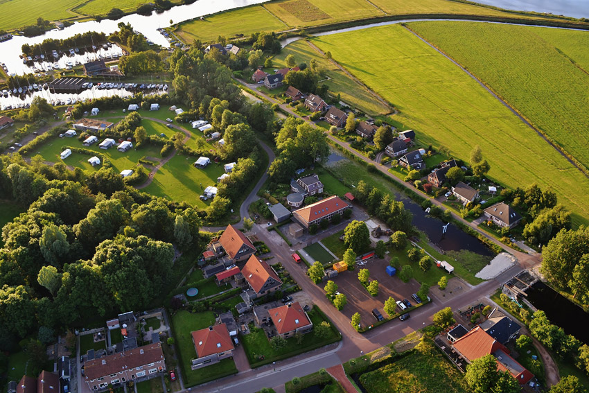 Ballonvaart-boven-De-Veenhoop-met-It-Polderhus